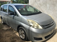 Toyota Isis 3,9L 2010