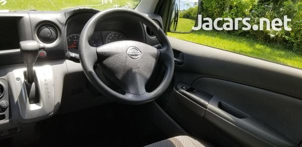 Nissan Caravan 2,5L 2015-11