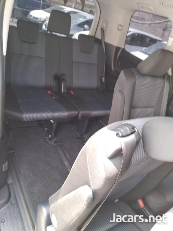 Toyota Voxy 2,0L 2014-11