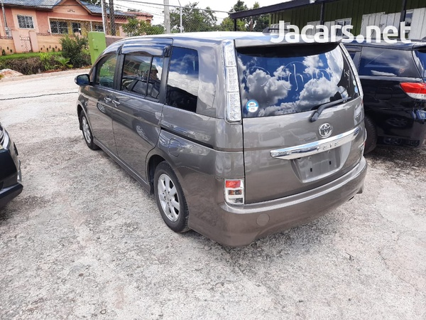 Toyota Isis 1,8L 2012-7