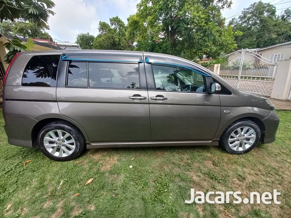 Toyota Isis 1,8L 2010-9