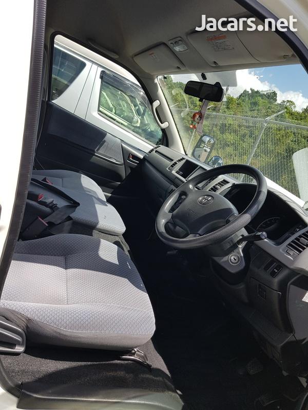 Toyota Hiace Bus 2,7L 2011-6