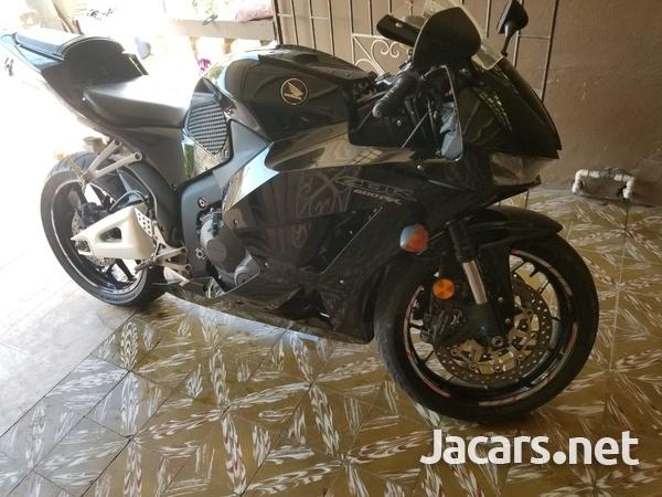 2015 Honda 600cc Bike-1