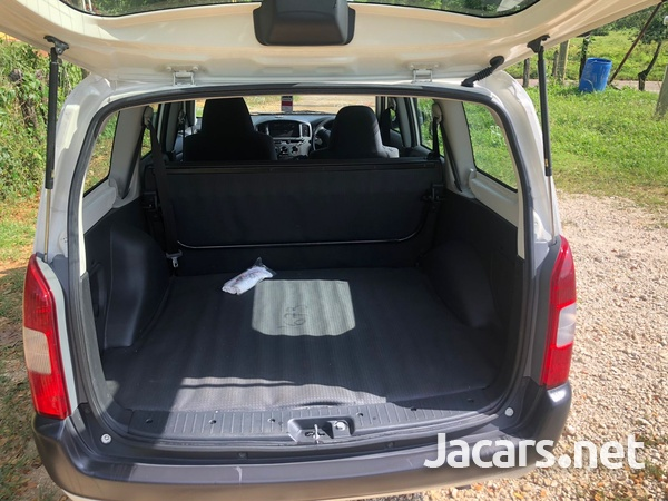 Toyota Probox 1,5L 2012-11