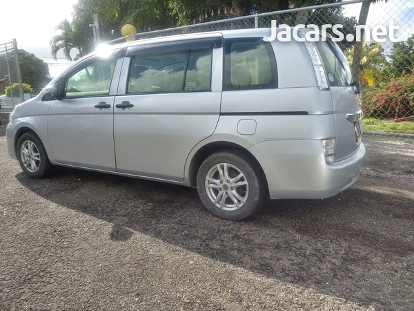 Toyota Isis 2,0L 2015-9