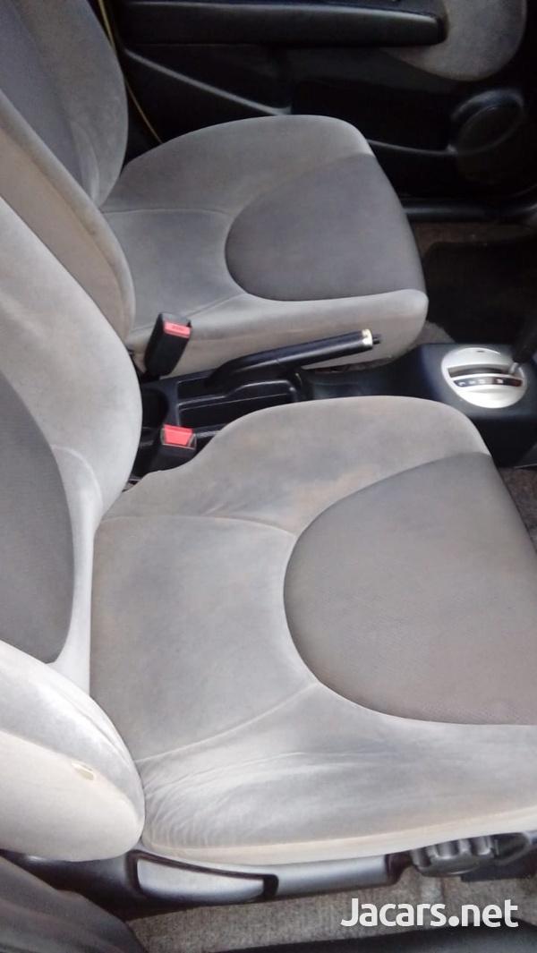 Honda Fit 1,3L 2004-4