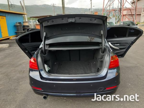 BMW 3-Series 1,9L 2013-3