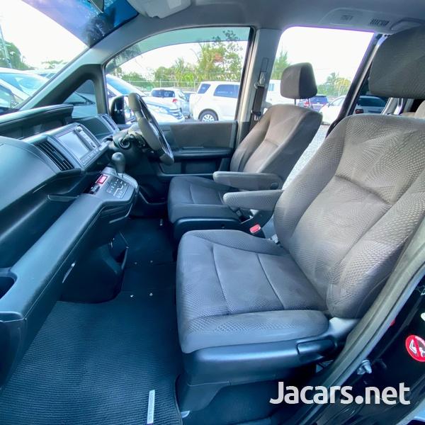 Honda Stepwgn Spada 2,0L 2010-8