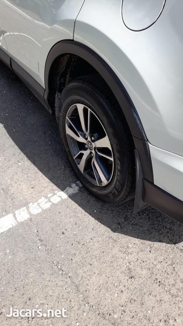 Toyota RAV4 2,5L 2016-5