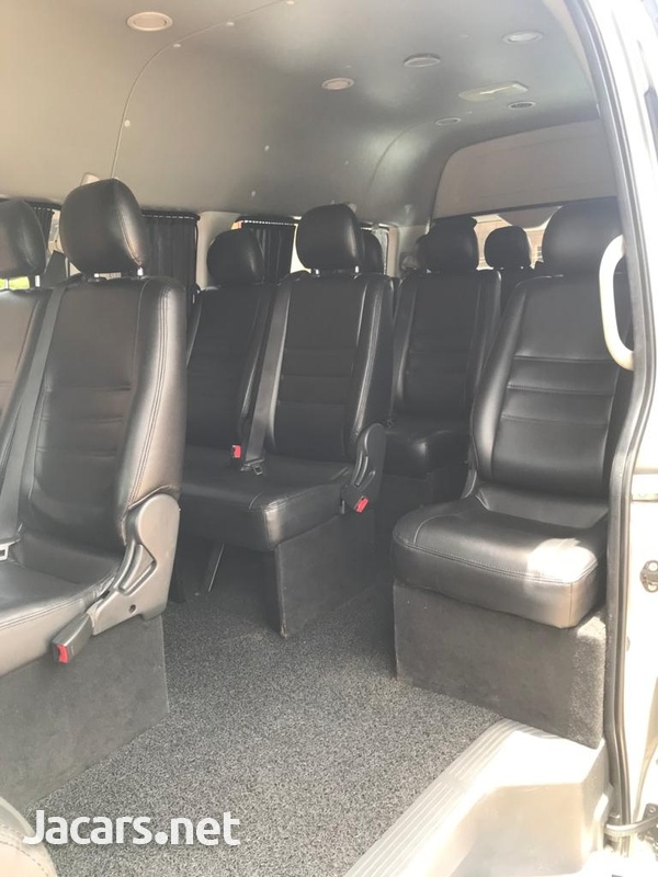 Toyota Hiace Commuter Bus 2013-3