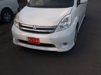 Toyota Isis 0,4L 2008