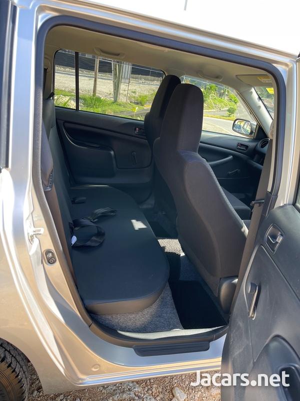 Toyota Probox 1,3L 2018-8