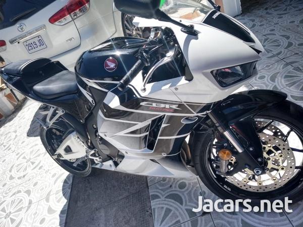 2016 Honda CBR Bike-2