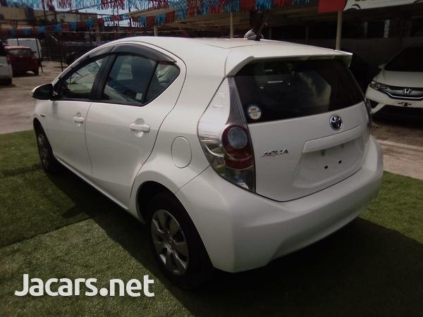 Toyota Aqua 1,6L 2014-7