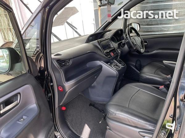 Toyota Voxy 2,0L 2015-4
