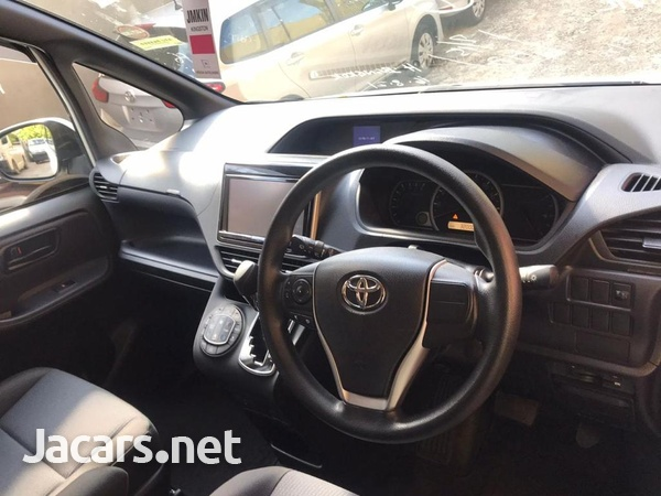 Toyota Noah 2,0L 2015-9