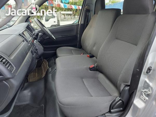 Toyota Hiace 2,0L 2015-8