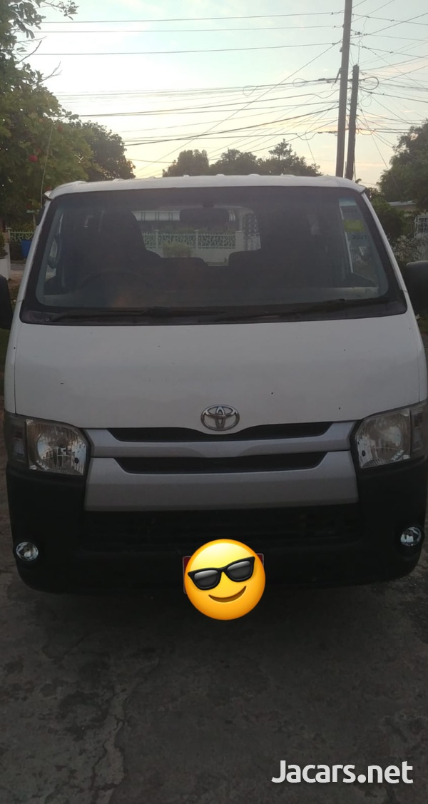 2008 Toyota Hiace Bus-1