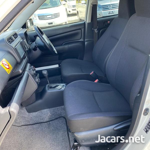 Toyota Probox 1,5L 2016-7