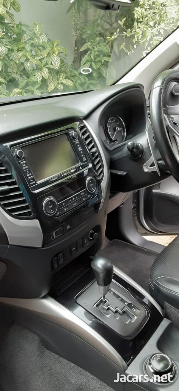 Mitsubishi L200 2,4L 2018-10