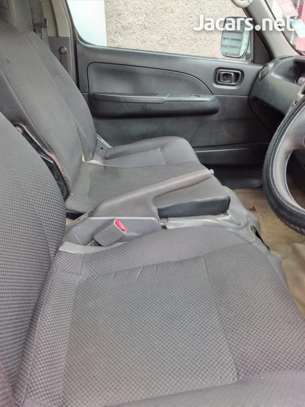 Nissan Caravan 4,0L 2012-7