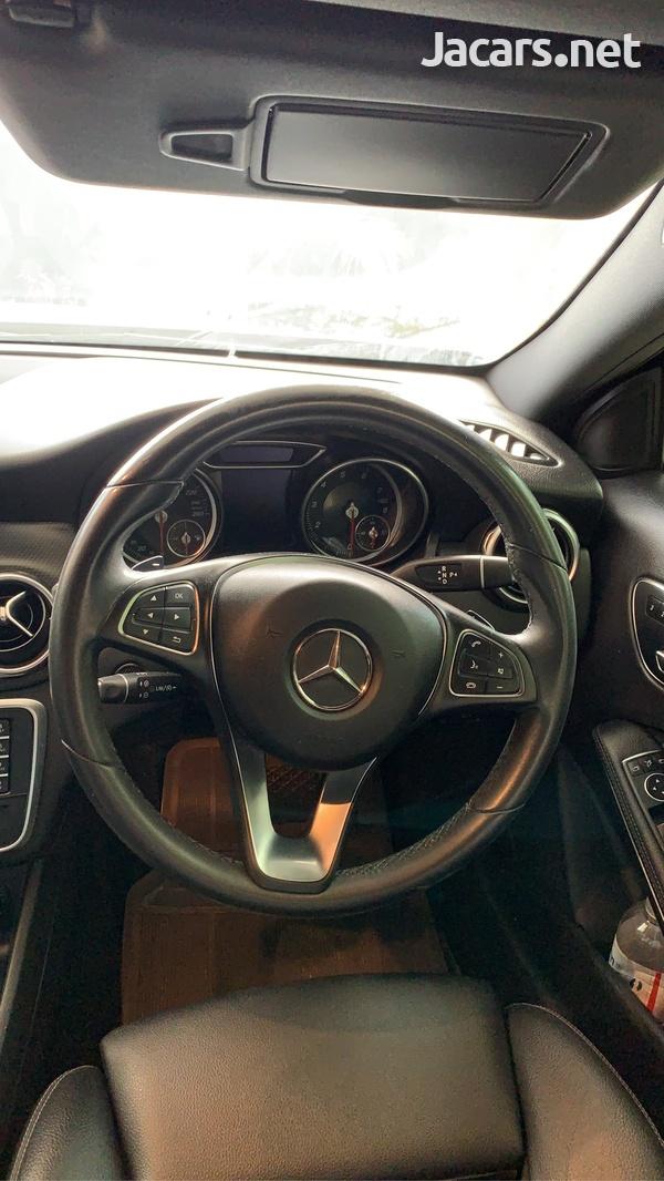 Mercedes-Benz GLA-Class 1,6L 2018-8
