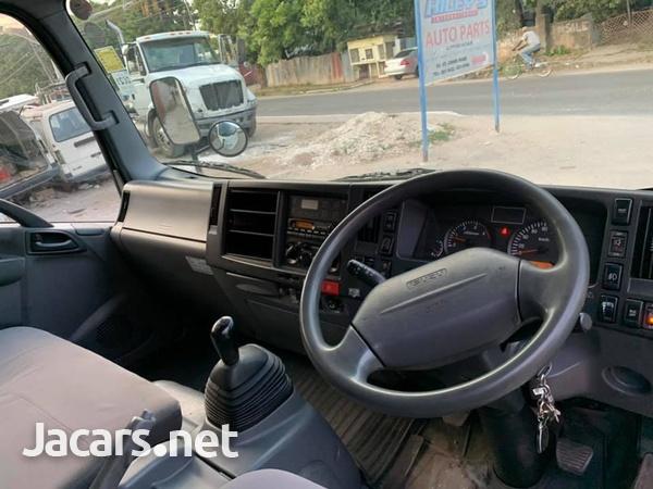 Isuzu Box Body Truck 4,0L 2012-8
