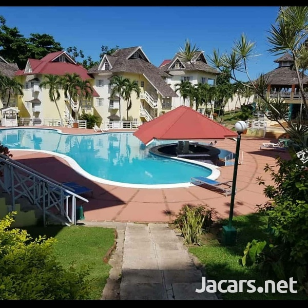 2 Bedroom 2 Bathroom Apartment in Ocho Rios with pool access and 24 hrs security-2