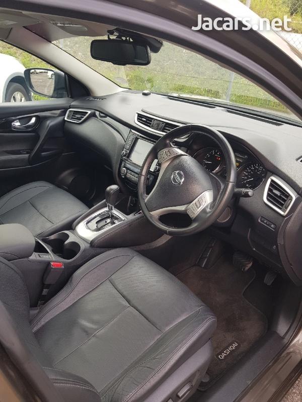 Nissan Qashqai 2,0L 2015-6