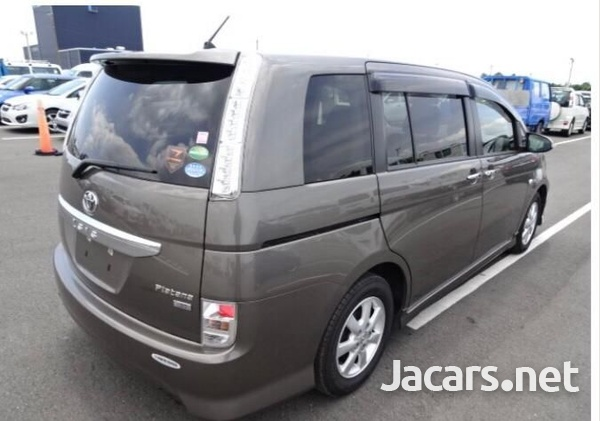 Toyota Isis 1,8L 2016-4