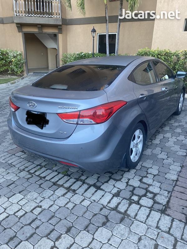 Hyundai Elantra 1,6L 2013-1