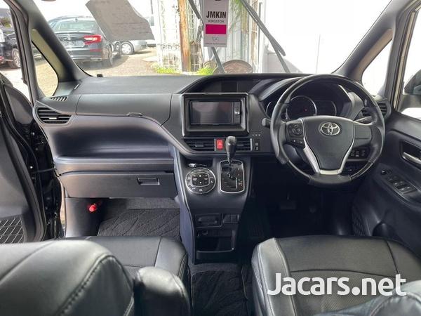 Toyota Voxy 2,0L 2015-3