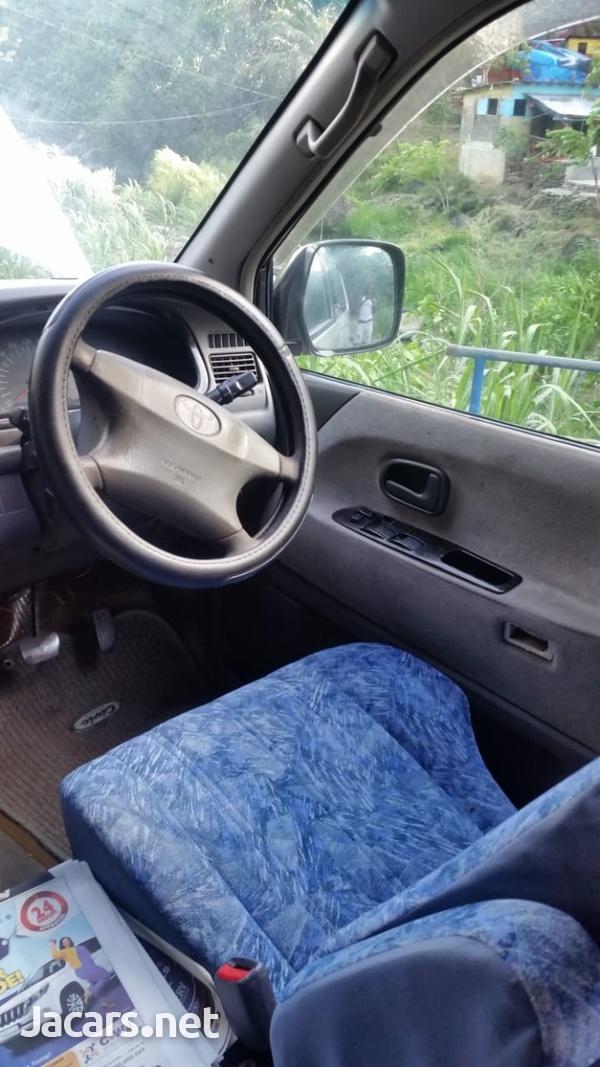 Toyota Noah 2,0L 2001-5
