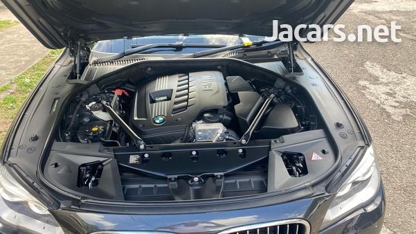 BMW 7-Series 3,0L 2015-9