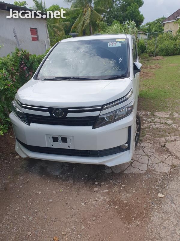 Toyota Voxy 2,0L 2014-2