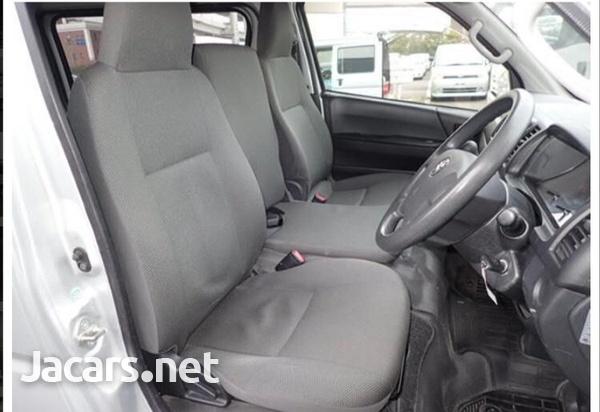 Toyota Hiace 2,5L 2014-6