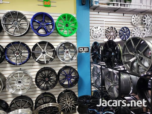 Rims, Diffuser, lugs, steering cover, back up camera, touchscreen radio, etc-4