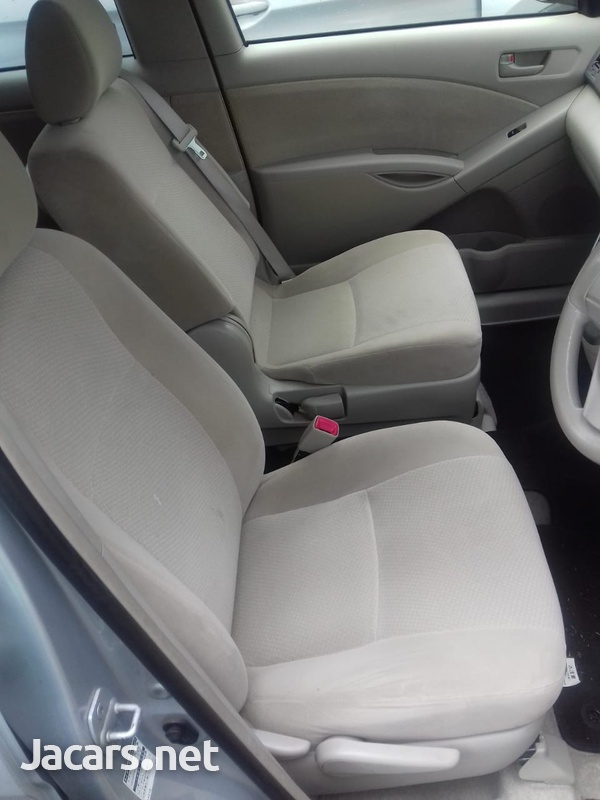 Toyota Isis 2,0L 2014-3