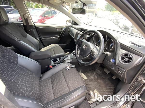 Toyota AURIS 1,8L 2016-13