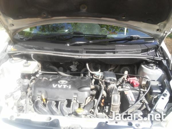 Toyota Ist 1,2L 2006-6