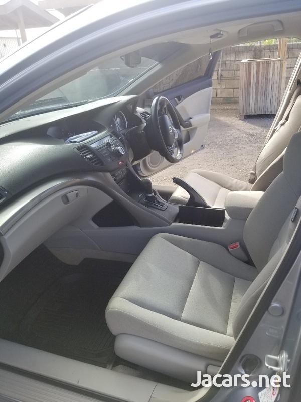 Honda Accord 2,4L 2010-6