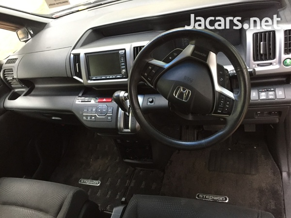 Honda Step wagon 1,8L 2012-6