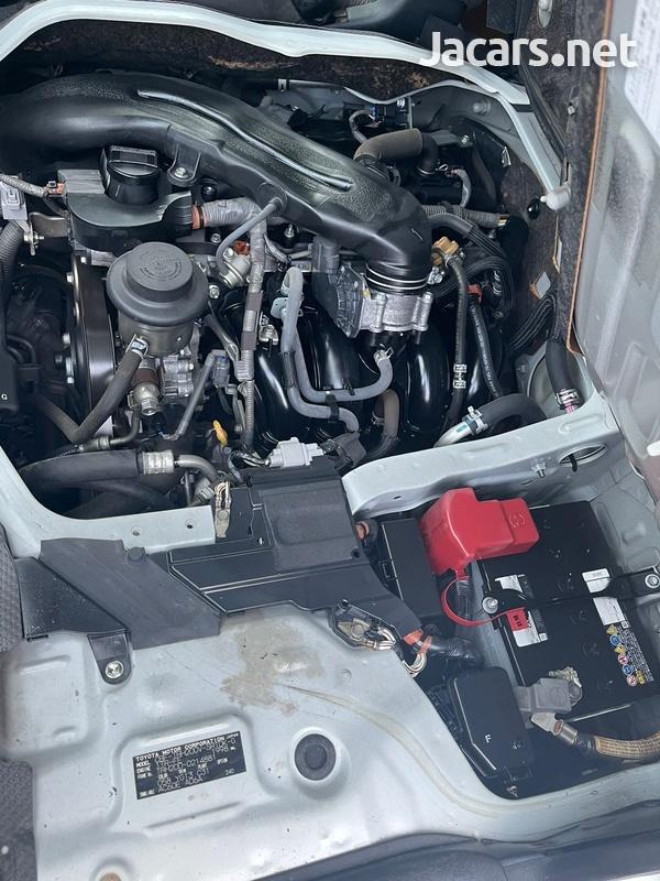 Toyota Hiace 2,5L 2015-7