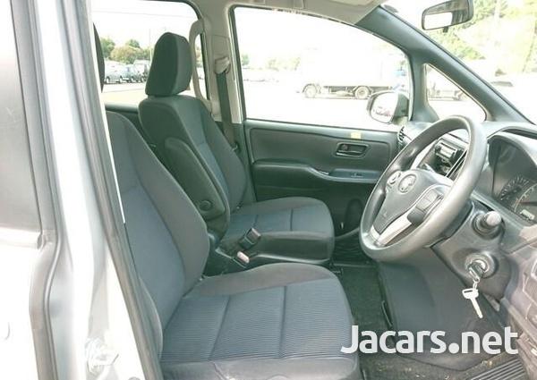 Toyota Voxy 1,8L 2015-7