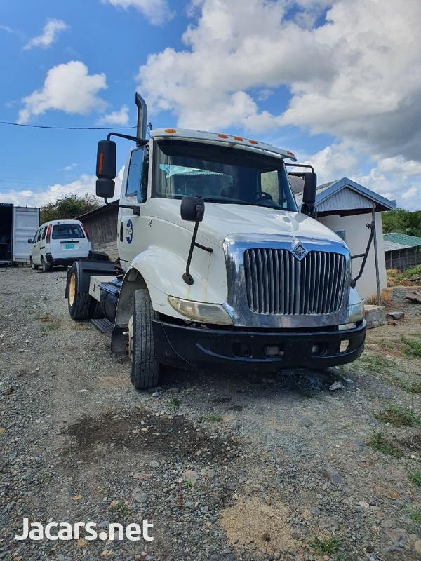 2005 International 8600 Truck-1