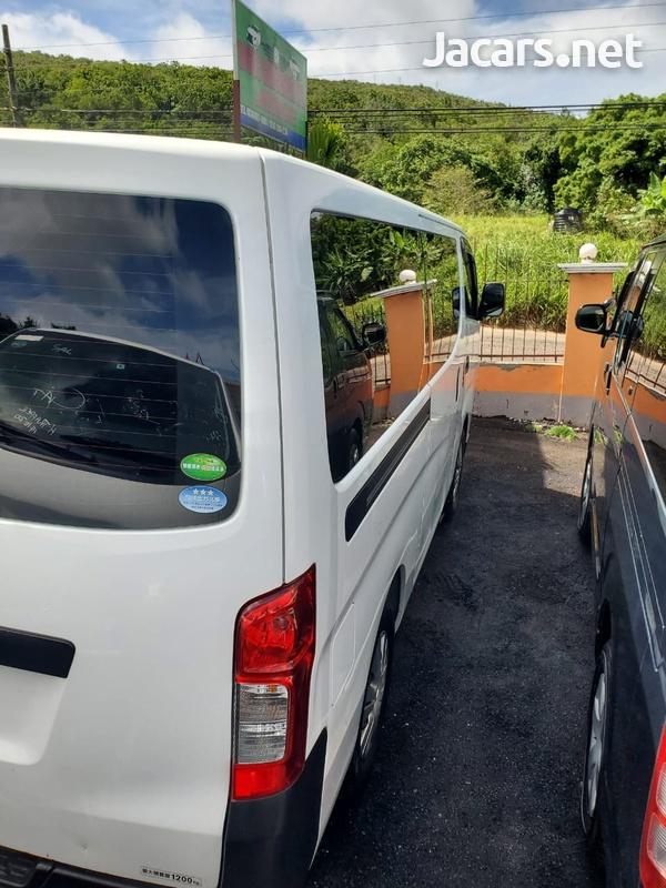 Nissan Caravan 2,0L 2015-7