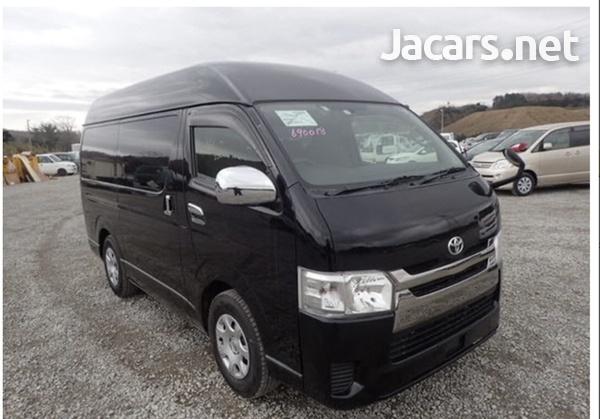 Toyota Hiace Van 3.0 2017-1