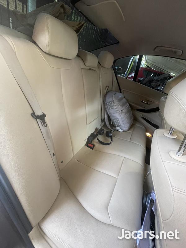 BMW 3-Series 1,5L 2015-10