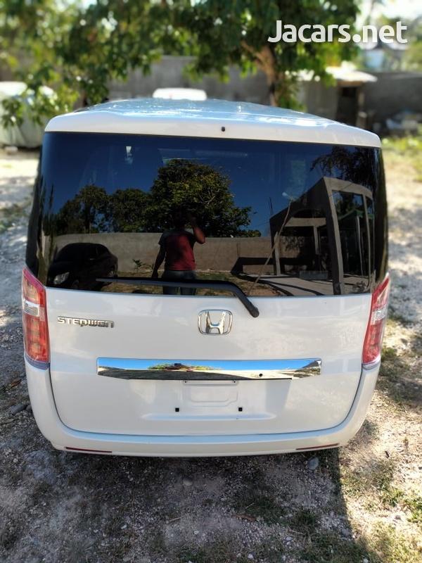 Honda Stepwagon 2,0L 2013-6