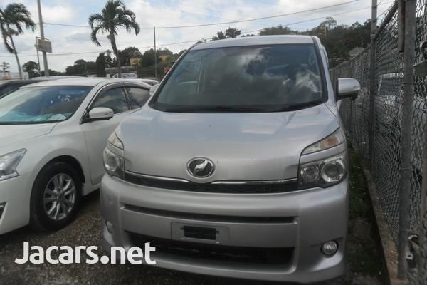 Toyota Voxy 2,0L 2011-1